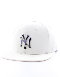 New Era Camo Metal Logo NY Yankees White/Urban Camo Cap