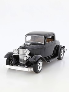 Motormax 1:24 1932 Ford Coupe Die-Cast Model