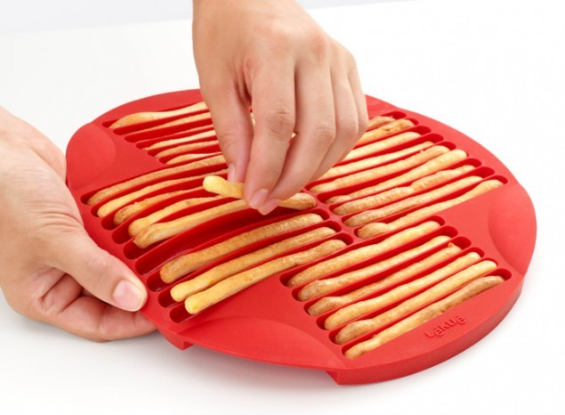 Lekue Bread Stick Baking Mold Red 25X1.9cm