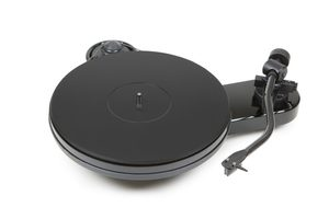 Pro-Ject RPM 3 Carbon 2M Turntable Piano